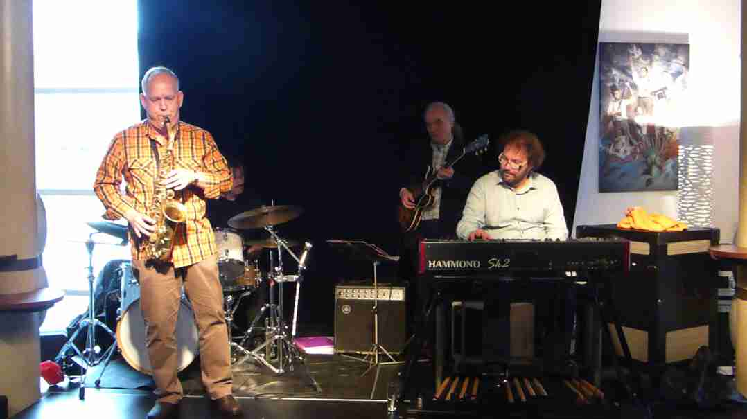 Dirk van der Linden Trio 26 april 2015-15